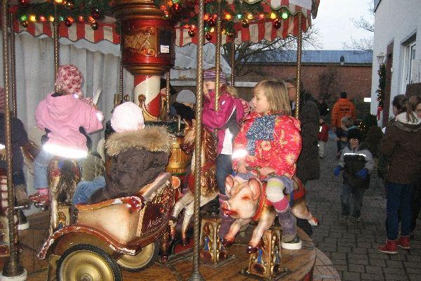 weihnachtsmarkt2012-12D4969F1F-09BE-0CD3-8F4F-FA9D46D4E903.jpg